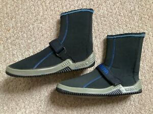 Diving equipment..5mm dive boots in good condition size 7 / 8