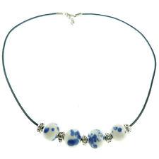 Collier ras de cou femme Perles porcelaine Blanche motifs bleu cordon noir