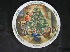 """Royal Doulton """"the Finishing Touch"""" Family Christmas Plate 1990"""