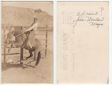 USA Rodeo Reiten American Cowboy male in typical dress on horse Foto RPPC c.1920