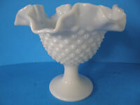 """VINTAGE WHITE HOBNAIL DESIGN MILK GLASS RUFFLED TOP VASE 6"""" TALL GREAT CONDITION"""