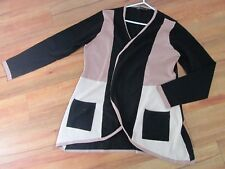 LOOSE BUTTONLESS CARDIGAN IN BLACK AND TAN,SIZE XL [APPROX 18-20]
