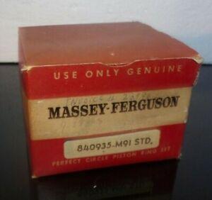 Vintage NOS Massey Ferguson 840935-M9I STD Perfect Circle Piston Ring Set w/Box