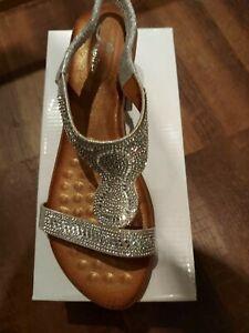 BNIB Silver wedge sandals sandals size 7 40
