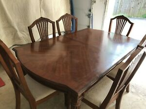 Extendable Rectangable Dinning Set with six upholstered chairs