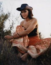 Jennifer Beals UNSIGNED photo - E522 - American actress and a former teen model