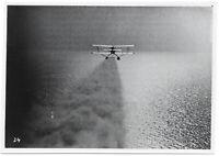 Heinkel He 60 wirbelt Wasser auf. Orig-Pressephoto um 1940