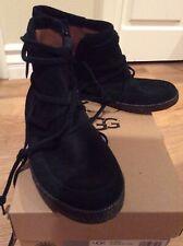 UGG Australia Reid Black Ankle Boot Women's size 9.5 1019129 Suede Bootie zipper