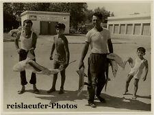 Italian shark hunter family, large Orig. Photo, ca 1950