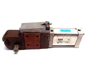 Parker P82G63-3100U Cylinder Right Clamp 63mm w/ BES-Z02KR2-PSC20F-P100-S04V