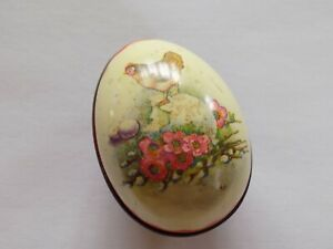 EGG SHAPE TIN WITH CHICKEN PICTURE