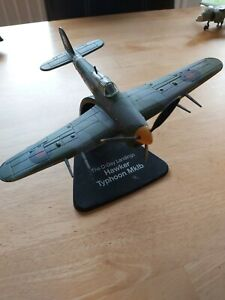 AMERCOM THE D-DAY LANDINGS HAWKER TYPHOON Mk1b 1:72 SCALE DIECAST PLANE & STAND