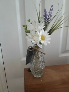 * NEW ARTIFICIAL DAISY & LAVENDER FLOWERS arranged in textured glass vase Gift.