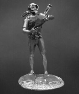 SCUBA DIVER WITH AMPHORA UnPainted Miniature Toy Soldiers  Tin 54mm 1/32