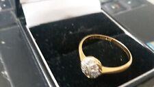 BEAUTIFUL 18CT/DIAMOND LADIES 'DAISY ' CLUSTER RING.