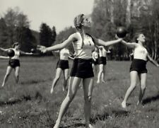WW2 Photo WWII Female German Girls Exercise Class World War Two Wehrmacht / 2490