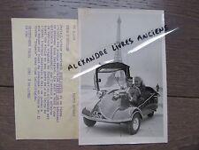 PHOTO DE PRESSE 1955 TONY CURTIS JANET LEIGH VOITURE MESSERSCHMITT TOUR EIFFEL