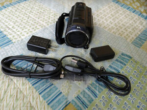 SONY HDR-PJ670 -- open box