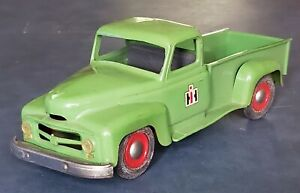 VINTAGE 1950s PRODUCT MINIATURES Co. INTERNATIONAL HARVESTER PICK-UP TRUCK GREEN