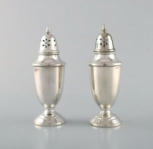 Towle, American silversmiths. A pair of sugar castors in sterling silver