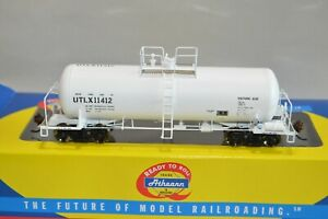 HO scale Athearn RTR UTLX Lease WHITE Sulfuric Acid 40' 13k gallon tank car