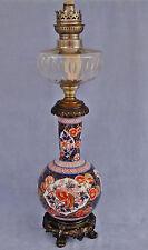 Lampe à Pétrole en Porcelaine Imari Japon Fleurs Chrysanthèmes  Bronze XIXème