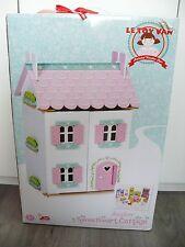 Le Toy Van daisylane Sweetheart Cottage Puppenhaus mit Einrichtung - Neu & OVP