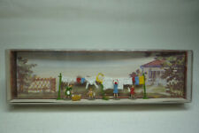 Vintage Mahale Figurines Box - N Gauge - Hanging Out the Washing - 2319