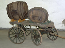 Uriger Antiker Boller-Leiterwagen mit 2 Wein oder Whisky Fässern