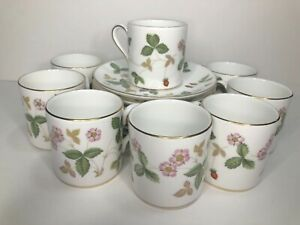 WEDGWOOD Wild Strawberry 8 Demitasse (Espresso) Cups & Saucers - 16 pieces R4406