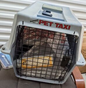 PetMate pet taxi front Load Kennel ~ For Dogs/Cats Used ~ good Condition