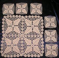 "HAND MADE Crochet Doily Quadrato Tavolo Set: 17"" MAT + 6 Sottobicchieri-Nuovo"