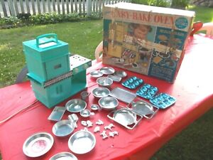 VINTAGE 1964 KENNER'S TURQUOISE EASY-BAKE OVEN & ACCESSORIES WITH ORIGINAL BOX