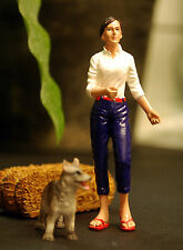 23928, spazierengehende Frau & Hund, 1:24, American Diorama
