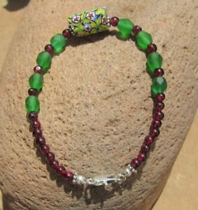 TRADE BEAD BRACELET VINTAGE TRADE BEAD NATURAL GARNET AND VINTAGE GREEN GLASS