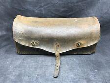 Ancienne caisse à outils en cuir ,sacoche, de plombier usine atelier industriel