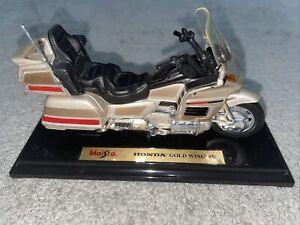 Maisto Honda Gold Wing SE Model With Stand
