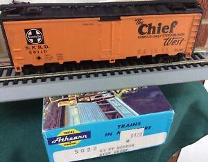 Athearn 5022 HO SFRD 36110 Santa Fe 40' Map Reefer Car CHIEF WEATHERED KD's