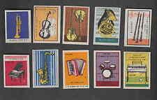 Série   étiquettes  allumettes  Pologne  V39 Instrument de musique Accordéon