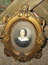 XIX secolo. Miniatura su materiale pregiato. Ritratto di giovane donna, cornice.