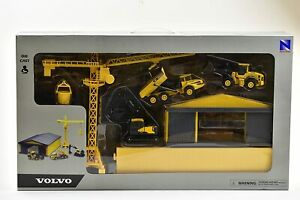 New Ray Toys Volvo Construction Vehicle Playset with Machine Shed