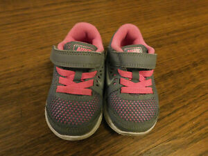 Nike 834285-006 Toddler Flex RN Athletic Gray Hot Pink Trim Shoes Sneakers sz 4