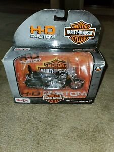 H-D Custom Harley Davidson Motorcycle, Series 32, Scale 1:18 2002 softail