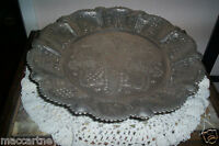 ANCIEN GRAND PLAT MOTIF RELIEF METAL FINEMENT ARGENTE