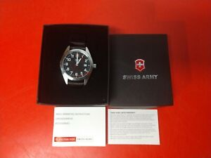 SWISS ARMY WATCH VICTORINOX LEATHER BAND NEW IN BOX NICE LOOKING