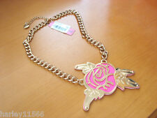 BETSEY JOHNSON NECKLACE GOLD ETCH PINK FLOWER NWT RARE & HARD TO FIND!! L@@K