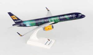 SKR892 SKYMARKS ICELANDAIR 757-200 1:150 HEKLA AURORA