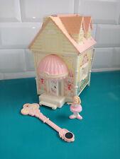 21.07.04.3 Fisher Price Precious places danse Village aux clés magiques maison