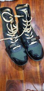 Venum Linares  Elite  Professional Boxing Shoes - Black/Gold - Size 9.5