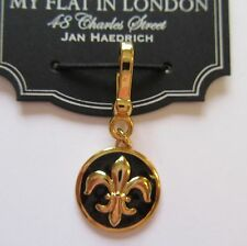 Brighton My flat In London PEARL DE LIS charm- black gold - - Bee Charming